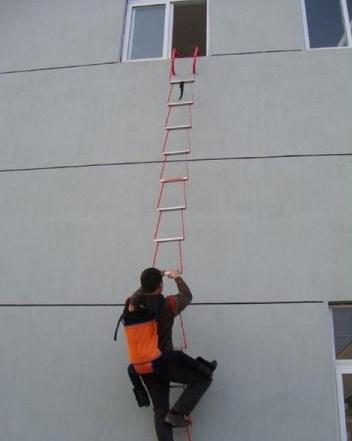 thang dây thoát nạn chung cư